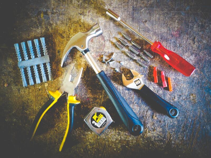 hammer-hand-tools-measuring-tape-175039.jpg